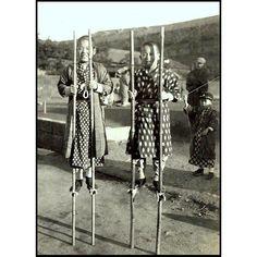 A photo children on bamboo stilts from T. Enami's collection of Japan life during the late 19th century and the beginning of the Meiji Restoration  #tenami #EnamiNobukuni #江南信國 #歴史 #日本 #幕府 #幕末 #将軍 #japan #japanesehistory #history #bakufu #bakumatsu #明治時代 #MeijiRestoration #stilts (by samurai_tamashii)