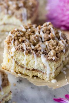 The BEST Coffee Cake Recipe! This breakfast recipe is a cake with a soft, moist, buttery crumb and a mountain of streusel topping! Best Coffee Cake Recipe, Coffee Recipes, Cinnamon Streusel Coffee Cake, Blueberry Cream Cheese Muffins, Cake Recipes, Dessert Recipes, Sweet Recipes, Coffee Menu, Coffee Cafe