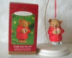 Hallmark-SNUGGLY-SUGAR-BEAR-BELL-Porcelain-Keepsake-Ornament-2001
