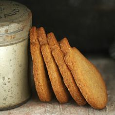Wonderful recipe of homemade speculoos. You can't stop eating these special ginger bread - Love the pear shape - would be fun with tea Sweet Cookies, Biscuit Cookies, Biscuit Recipe, No Bake Cookies, Holiday Baking, Christmas Baking, Tea Cakes, Cupcake Cakes, Cupcakes
