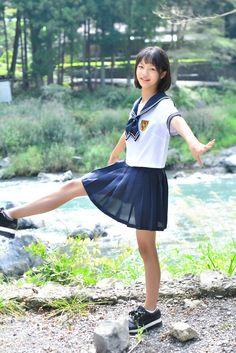 School Girl Japan, Japanese School Uniform Girl, School Girl Dress, Beautiful Girl Photo, Beautiful Asian Girls, University Girl, Cute Japanese Girl, School Looks, Star Girl