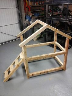 DIY Wood Pallet Cat House - If anyone has a pet cat, but don't have enough money to buy a cat house for him/her; Diy Wood Pallet, Wood Pallet Furniture, Cat Furniture, Wood Pallets, Painted Furniture, Furniture Online, Furniture Stores, Luxury Furniture, Outdoor Cat House Diy