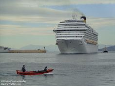 Το Costa Serena καταπλέει στον Πειραιά. 12/12/2013.