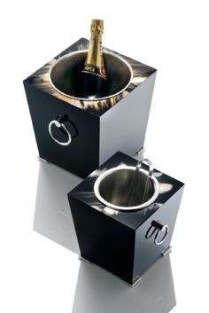 Arcahorn champagne bucket in dark horn and wood with lacquered black gloss finish.