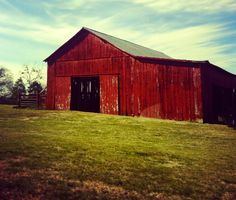 People can think Kentucky is filled with rednecks and hillbillies, but it filled with beautiful barns and the greatest of people. <3