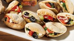 Prepare a mediterrannean-style cocktail-hour dish with this mini-pitas filled with vegetables and feta recipe! Feta Cheese Recipes, Appetizer Recipes, Appetizers, Chicken Tikka Masala, Italian Chef, Italian Recipes, Salsa Verde, Tzatziki, Feta Pasta
