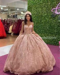 Eye catching glamorous glittery quince dress ✨ - My Sweet Dress Xv Dresses, Quince Dresses, Ball Dresses, Ball Gowns, Prom Dresses, Wedding Dresses, Sweet 15 Dresses, Elegant Dresses, Pretty Dresses