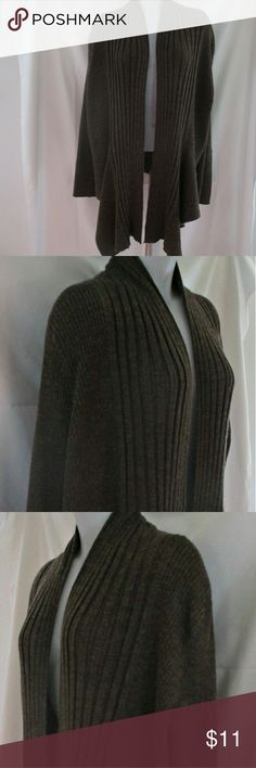 """Plus Size Brown Open Front Sweater 22/24 Here's a really nice looking brown, open front sweater that is in good condition with only gentle wear. Stated size is 22/24. Measurements are 19"""" shoulders, 25"""" sleeve, 30"""" breast, 27"""" waterfall, 27"""" length. All measurements are taken with the garment laying flat. Dress Barn Sweaters Cardigans"""