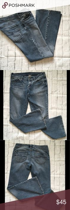 Sliver Jeans Aiko Size 30 Inseam 30 Great looking soft comfy jeans. Waist measures 16 Inseam 30 Rise 8 inches. Silver Jeans Jeans Flare & Wide Leg