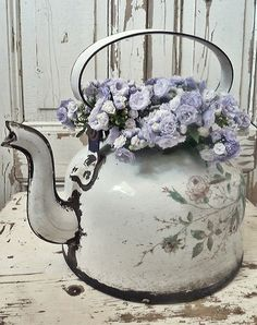 Enamel tea pot with flowers is just beautiful, perfect for a Romantic - Shabby Chic look! #LaBoutiqueVintage