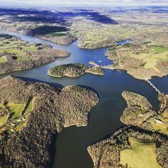 Photo aérienne du lac de Saint-Etienne-Cantales, Cantal. #photo #photoaerienne #prisedevue #avion #nectarincommunication #lac