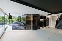 futurismus interieur design schwarz weiss großformatige fenster