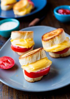 Yum! Mini grilled cheese and tomato sandwiches.