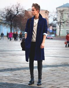 Blue trench coat, T-shirt, Grey washed jeans, Loafers.