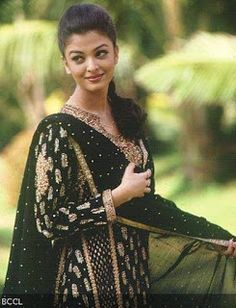 Bollywood Actresses in Ritu Kumar Outfits. A lot of Bollywood and Hollywood celebrities patronize Ritu Kumar designs, but while collecting pictures for Beautiful Bollywood Actress, Most Beautiful Indian Actress, Most Beautiful Women, Dress Indian Style, Indian Dresses, Indian Outfits, Pakistani Dresses, Bollywood Stars, Bollywood Fashion