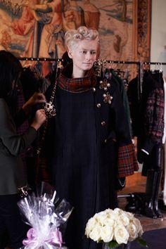 MAKING OF DE LA CAMPAGNE AVEC TILDA SWINTON – Chanel News - Actualités et coulisses de la mode
