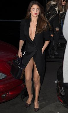 The 23 year old singer and actress wore a plunging black dress with a very high split as she stepped out for dinner with friends in Paris. Soon after Selena got out of her car, she accidentally exp…