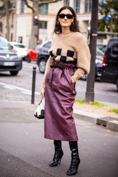 Stivali alti in pelle e gonna: come abbinarli in 8 outfit   Vogue Italia Look Street Style, Autumn Street Style, Vogue Trends, Zara, Catwalk, Dress Skirt, High Waisted Skirt, Sequin Skirt, Leather Jackets