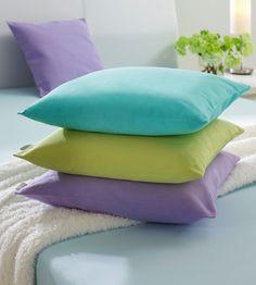 Die hellblaue Kissenhülle von LINUM aus 100 % Baumwolle verbindet Funktionalität mit einem eleganten Design! Die Hülle für Kissen (L x B: ca. 40 x 40 cm) lässt sich dank des Reißverschlusses leicht über Ihre Kissen oder Kissenfüllungen ziehen. Zum Waschen bei 60° C können Sie den Bezug einfach wieder abnehmen. Diese Kissenhülle passt!