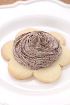 Why not make the grey stuff at home. Here is Disney's own recipe to make the famous Beauty and the Beast Grey Stuff you can find at Disney World. Just Desserts, Delicious Desserts, Yummy Food, Summer Desserts, New Dessert Recipe, Dessert Recipes, Gray Stuff Recipe, Chocolate French Toast, Disney Food