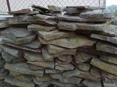 Predám kameň andezit dúhový, vhodný na obklad aj dlažbu rodinného domu. Cena za celý kameň 300 eur. Presne neviem koľko m2, dali sme za to 700 eura...