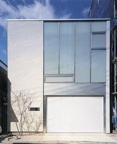 ブラックシャンデリアが映える優雅な空間|ガレージハウス|ガラスファサード|注文住宅・自由設計・建築家と建てる家|アーキッシュギャラリー(東京・名古屋・大阪)