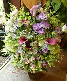 花ギフトのプレゼント【BFM】  森と川、そんなフラワーアレンジメント http://www.basketflowermarkets.com