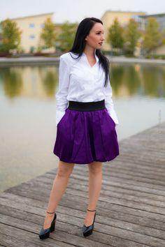 Fashionblogger aus München - Modeblog Deutschland - Fashionoutfit aus Berlin - Minirock, Plateau-Pumps, Van Laack Bluse - Elegant und sportlich