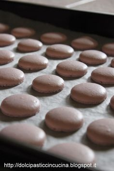 macarons step by step recipe - Lotta Ell Macaron Flavors, Macaron Recipe, Vanilla Macarons, Latte, Romanian Food, Mini Desserts, Sweet Cakes, Cookie Recipes, Food To Make