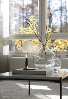 Lempeä lokakuu – Marjamailla Minimalist Interior, Modern Interior, Interior Styling, Interior Design, Coffee Table Styling, Decorating Coffee Tables, Living Room Interior, Living Rooms, Cozy Room