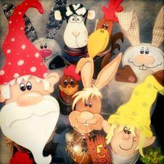 Haus & Hofviecher, Baumstammfiguren, Die Rindenviecher – Holzkunst aus dem Norden Galloway, Minnie Mouse, Disney Characters, Fictional Characters, Fall Halloween, Happy Easter, Cow, Easter Bunny