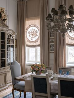 French Style Dining Room - French Style Dining Room, French Country Style at Home Frenchcountrystyle French Country Rug, French Decor, French Country Decorating, French Style, French Cottage, European Style, Luxury Interior, Interior Design, Shabby Chic Kitchen