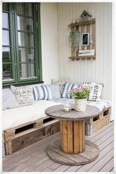 Transcendent Dog House with Recycled Pallets Ideas. Adorable Dog House with Recycled Pallets Ideas. Upcycled Furniture, Diy Furniture, Outdoor Furniture Sets, Furniture Design, Furniture Projects, Garden Furniture, Furniture Making, Furniture Logo, Urban Furniture