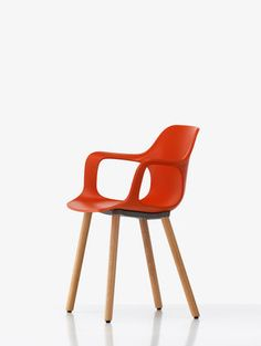 The wooden material of the HAL Armchair creates a gentle contrast to the red seatshell.