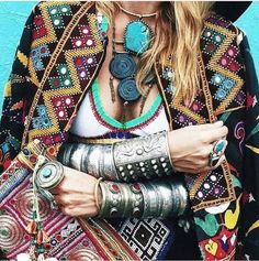 Click for jewelry advice. Jewellery. Bohemian Lifestyle, Bohemian Style, Boho Chic, Bohemian Fashion, Unique Fashion, Diy Fashion, Style Fashion, Fashion Design, Fashion Ideas