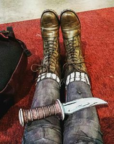 TWDG Cosplay: Close-up of the cosplay shoes, socks, pants and knife from Clementine's first appearance in S3! Clementine cosplay