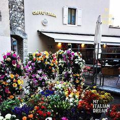 Good 😊Morning  #caffeitalia #rivadelgarda #flowers #lakegarda #goodcoffee #italy