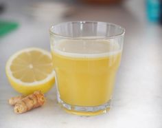 There are so many incredible health benefits to turmeric which has made turmeric shots all the rage at juice bars. The herbaceous plant of the ginger family serves as an anti-inflmmatory, is anti-agin Shot Recipes, Water Recipes, Lemon Recipes, Juice Recipes, Tumeric And Ginger, Turmeric Tea, Juice Smoothie, Smoothie Drinks, Smoothies