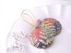 Dust FREE SHIPPING gorgeous earrings embossed di PerleVaniglia, €23.00 #earrings #handmade #orecchini #fattoamano #perlevaniglia #jewel #jewelry #brass #bronze #patina #vintaj #bigkick #gold