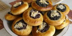 This kolacky dough recipe uses only three ingredients: cottage cheese, butter, and flour. There are no eggs or leavening agents in the dough. Bread Machine Recipes, Bread Recipes, Pastry Recipes, Cookie Recipes, Kolaczki Cookies Recipe, Robot Boulanger, Filled Cookies, Czech Recipes, Gastronomia