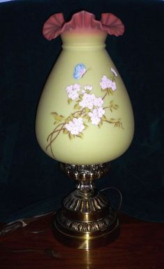 Art Glass Careful Fenton Green Iridescent Sculpted Ruffled Vase Superior Performance