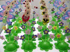 Ideal para enfeitar mesas na festa e dar de lembrança. Flores e borboleta em EVA com base de isopor  PEDIDO MINIMO: 6 UNIDADES.Acima de 50 Unidades, desconto de 10% (para depósito Bancário)  POR FAVOR SÓ FAÇA O PEDIDO SE TIVER CERTEZA DA COMPRA.  Fazemos outros temas contato: michelleevart@gmail.com R$6,80
