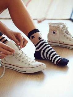 So werden Sheer Socks im Jahr 2018 zum Trend, Dies-ist-wie-Sheer-Socken-sind -Becoming-a-Trend , MODETRENDS Si eres co. Funny Socks, Cute Socks, Awesome Socks, Sheer Socks, Fishnet Socks, Happy Socks, Fashion Socks, Ankle Socks, Sock Shoes