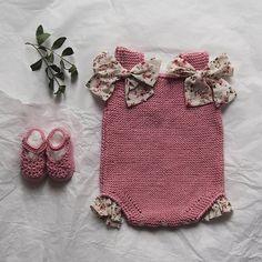 Conjunto bebé pelele rosa empolvado con volante