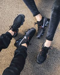 E I G E N A R T I G | @gitranegie Best Sneakers, Sneakers Nike, Nike Shoes, Shoes Heels, Nike Vapormax Flyknit, Black Dark, Nike Air Vapormax, Types Of Shoes, Custom Shoes