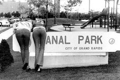 Anal Park, city of grand rapids / girls :: fail :: sign Funny People Pictures, Funny Images, Best Funny Pictures, Funny Stuff, Funny Texts, Funny Jokes, Daily Jokes, Memes Of The Day, Funny Fails