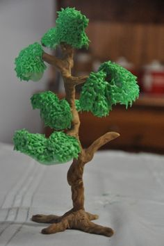 How to make fondant trees- After cover with gumpaste or fondant use butter cream icing. Love this idea ! Fondant Tree, Fondant Icing, Chocolate Fondant, Fondant Flowers, Modeling Chocolate, Sugar Flowers, Fondant Flower Tutorial, Fondant Figures Tutorial, Cake Tutorial