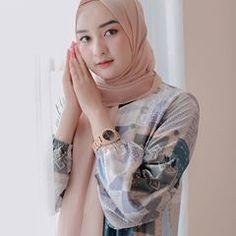 Beautiful Hijab Girl, Beautiful Dresses, Hijab Fashion Inspiration, Style Inspiration, Hijab Chic, What To Wear, Fashion Beauty, How To Make Money, Dan