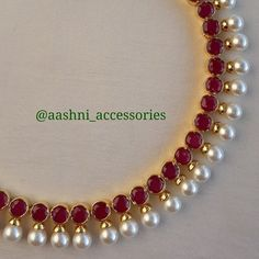 No photo description available. Indian Jewelry Earrings, Ruby Jewelry, Pendant Jewelry, Bridal Jewelry, Beaded Jewelry, Gold Jewelry, Gold Chain Design, Gold Jewellery Design, Gold Earrings Designs