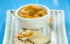 Carrot Cashew Spread // This is equally good with whole grain crackers or as a quick breakfast on toasted slices of whole grain bread! #backtoschool #recipe #kids